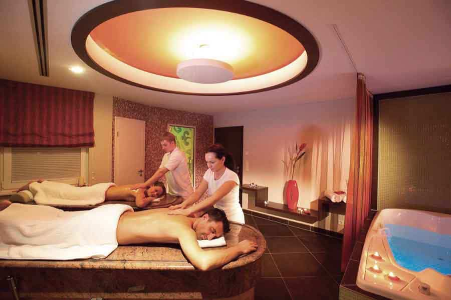 Nassmassagentisch_wet_massage_table_Fire_Ice_Wellness_D9839112
