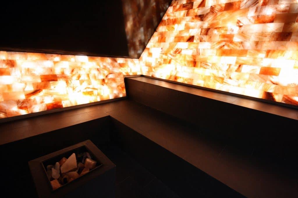Salzsteingrotte_orginal_-Himalayan-salt-stone-grotto_Fire_Ice_Wellness_Spa_IMG_5729