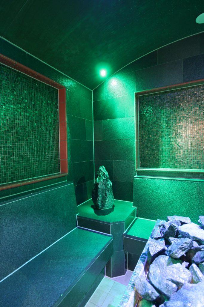 Luftdusche-im-Dampfbad-fire-ice-sauna